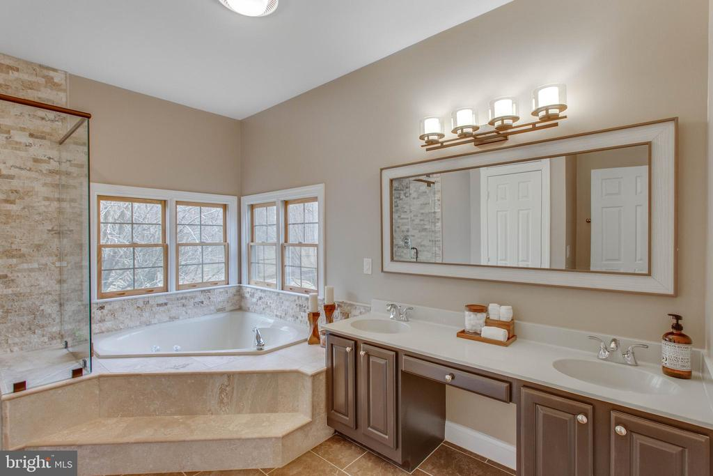 With large garden tub and lovely views. - 12060 ROSE HALL DR, CLIFTON