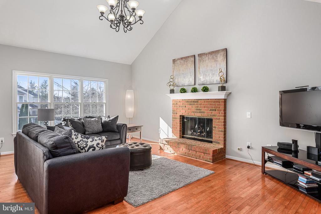 Family Room w/gas Fireplace - 43371 LA BELLE PL, ASHBURN