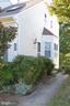 Cute end unit town home with bay window - 6490 BRICK HEARTH CT, ALEXANDRIA
