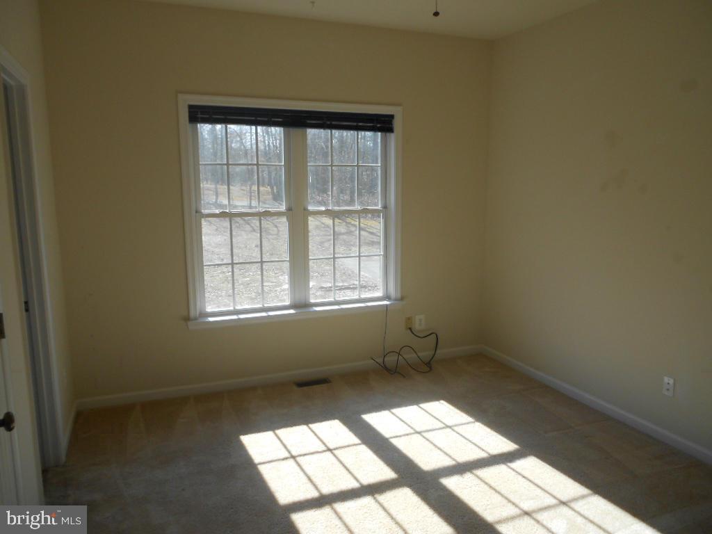 Bedroom 2 & 3 share Jack & Jill Bathroom - 11705 WILDERNESS PARK DR, SPOTSYLVANIA