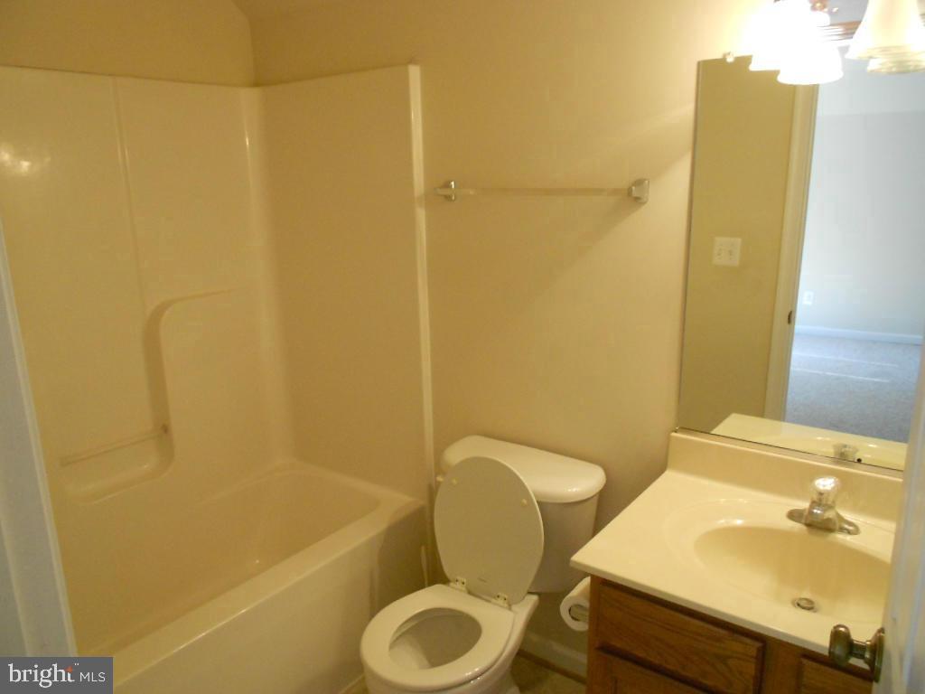 Upstairs full bath - 11705 WILDERNESS PARK DR, SPOTSYLVANIA