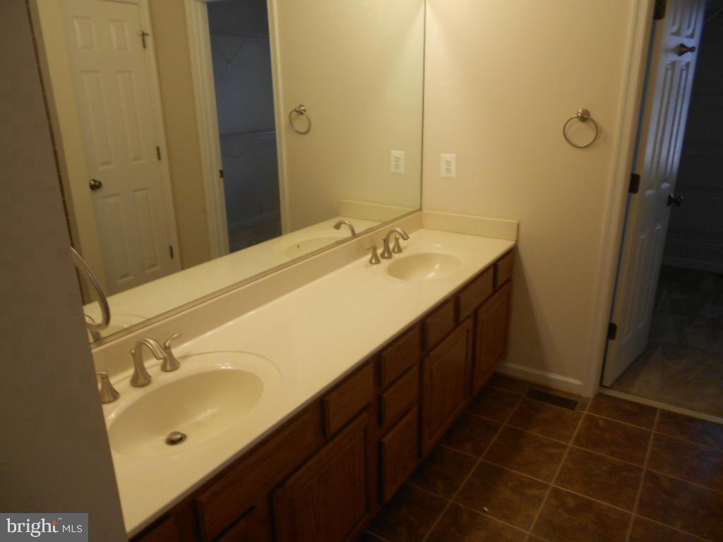 Master bathroom with dual vanities - 11705 WILDERNESS PARK DR, SPOTSYLVANIA