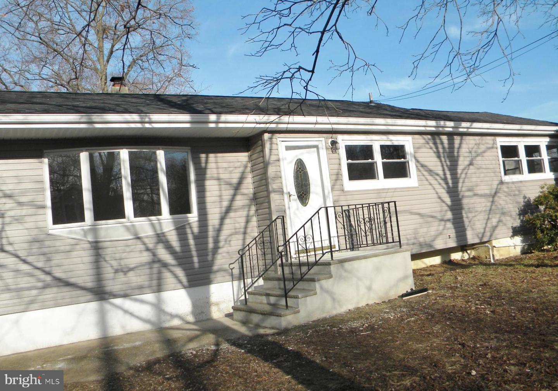 Single Family Homes vì Bán tại Hazlet, New Jersey 07730 Hoa Kỳ