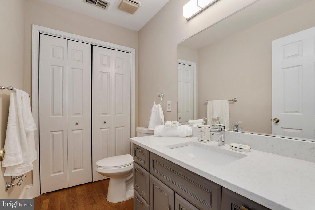 Powder room - 7810 WARFIELD RD, GAITHERSBURG