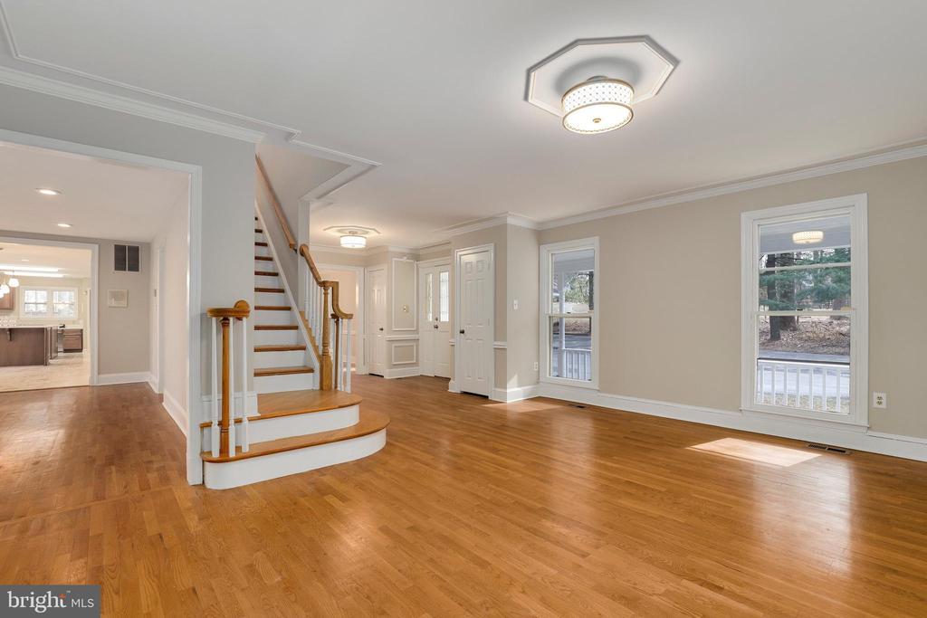 Living room - 7810 WARFIELD RD, GAITHERSBURG