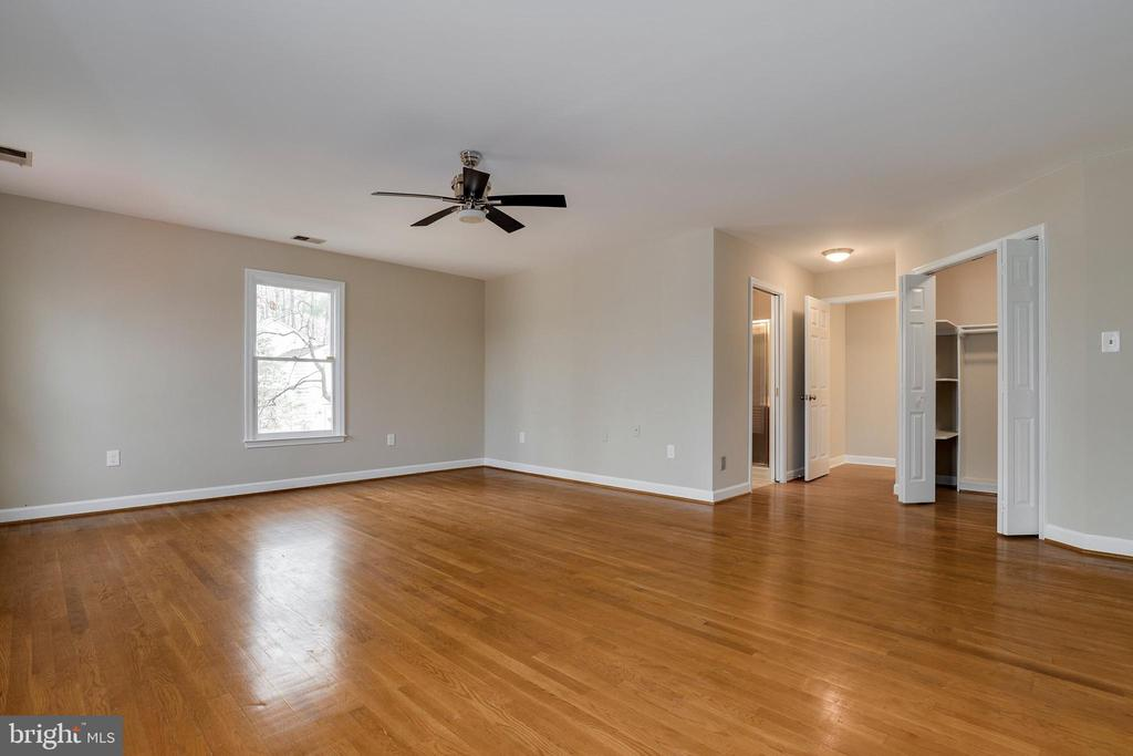 Master bedroom - 7810 WARFIELD RD, GAITHERSBURG