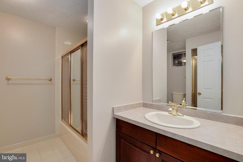 Full bath in basement - 7810 WARFIELD RD, GAITHERSBURG
