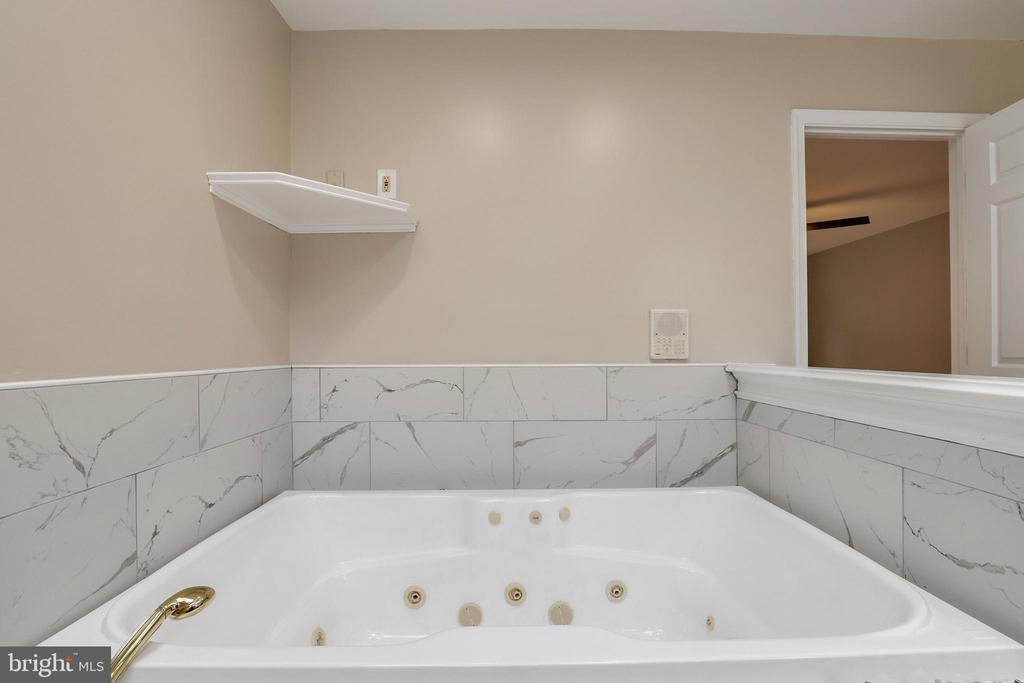 Jacuzzi tub - 7810 WARFIELD RD, GAITHERSBURG