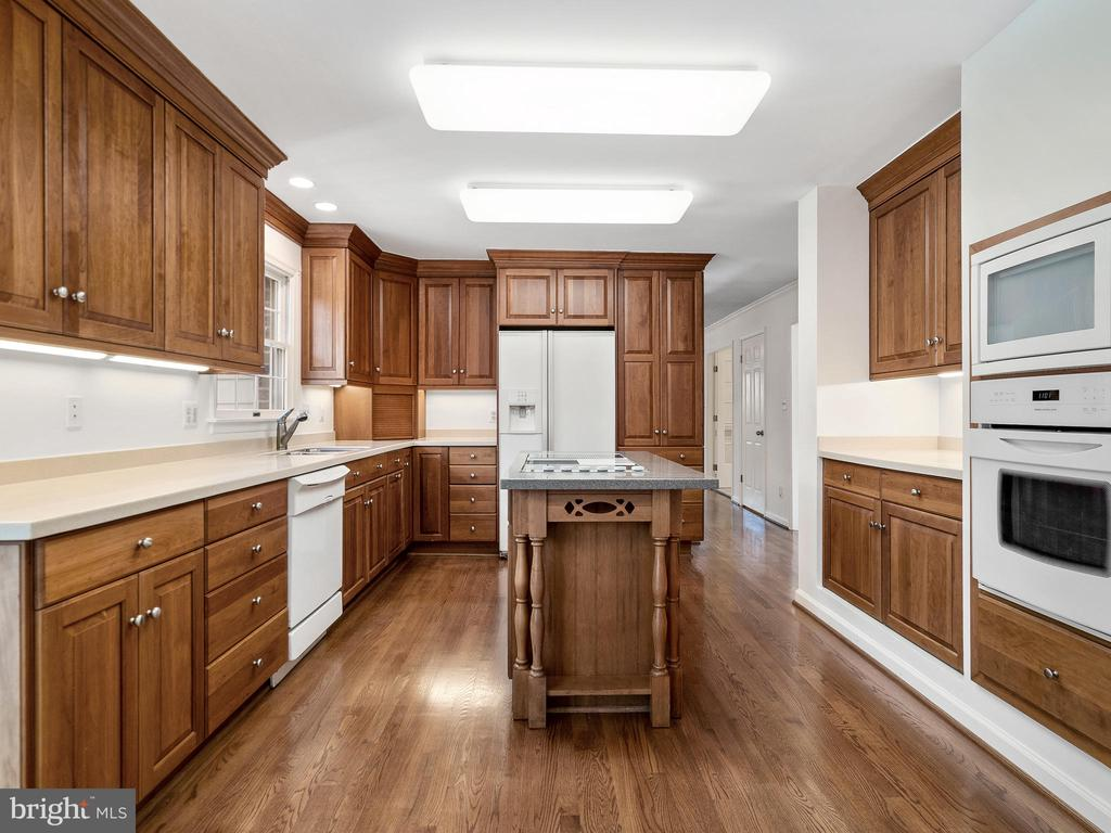 Under Cabinet Lighting - 12143 RICHLAND DR, CATHARPIN