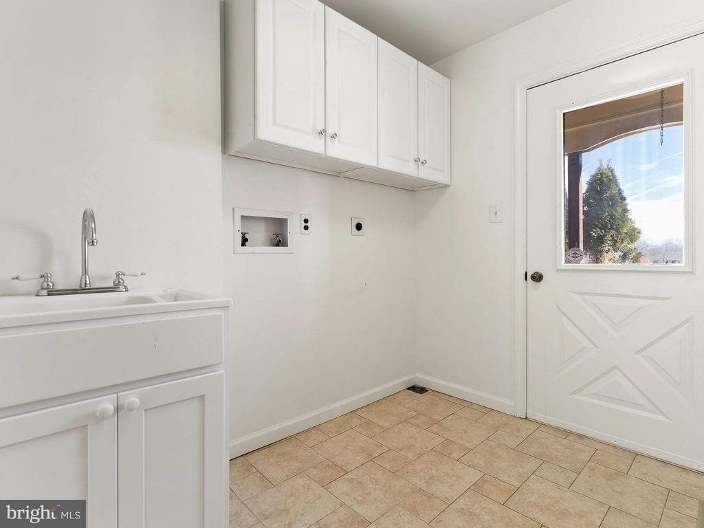 Laundry Room with Outside Exit - 12143 RICHLAND DR, CATHARPIN