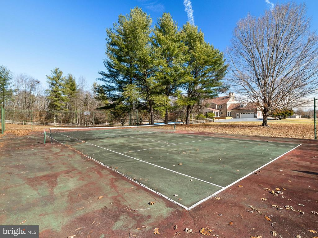 Tennis Anyone? - 12143 RICHLAND DR, CATHARPIN