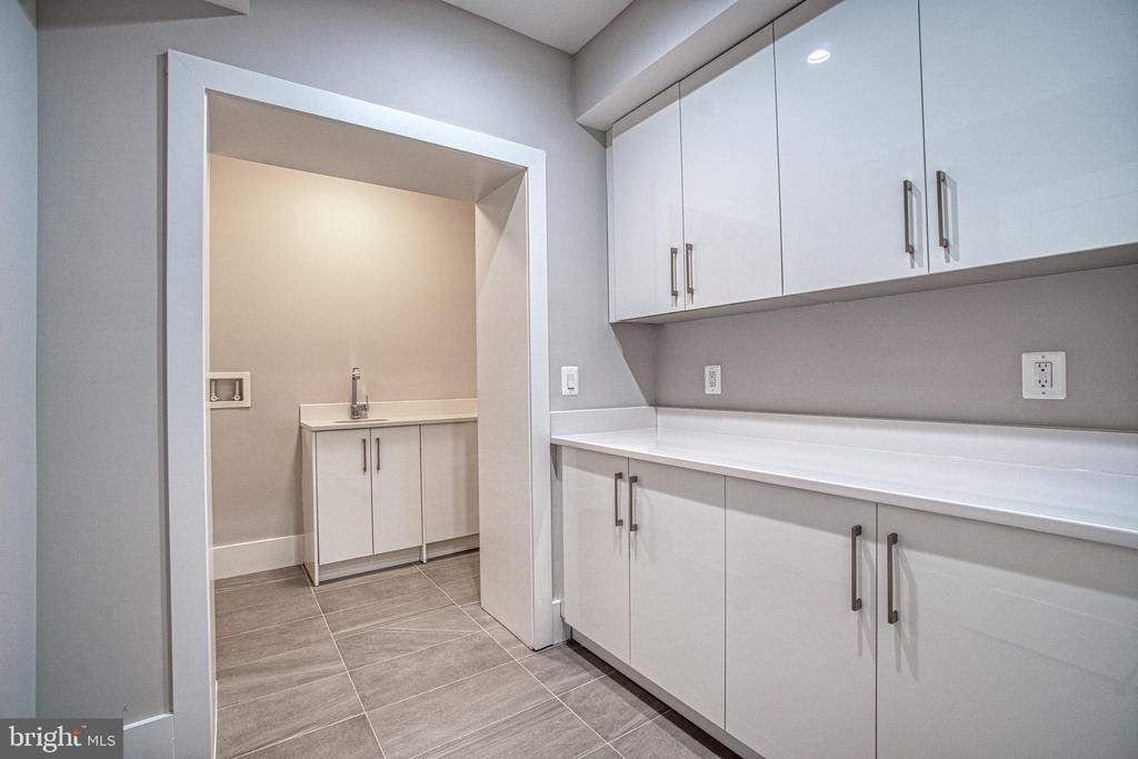 Second Laundry Room - 1239 N TAYLOR ST, ARLINGTON