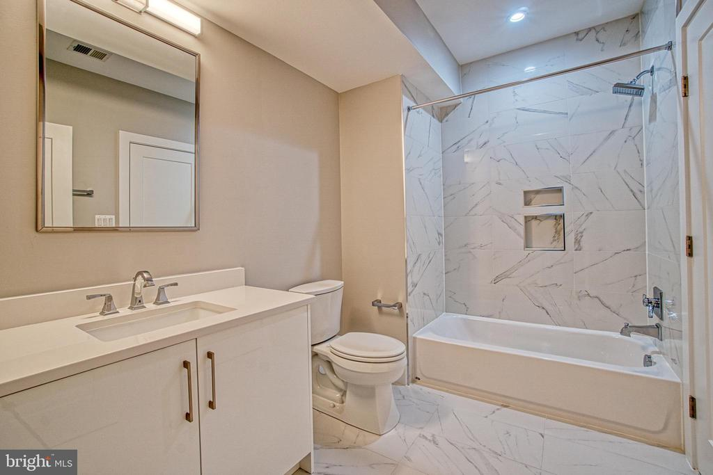 Lower Level Full Bath - 1239 N TAYLOR ST, ARLINGTON