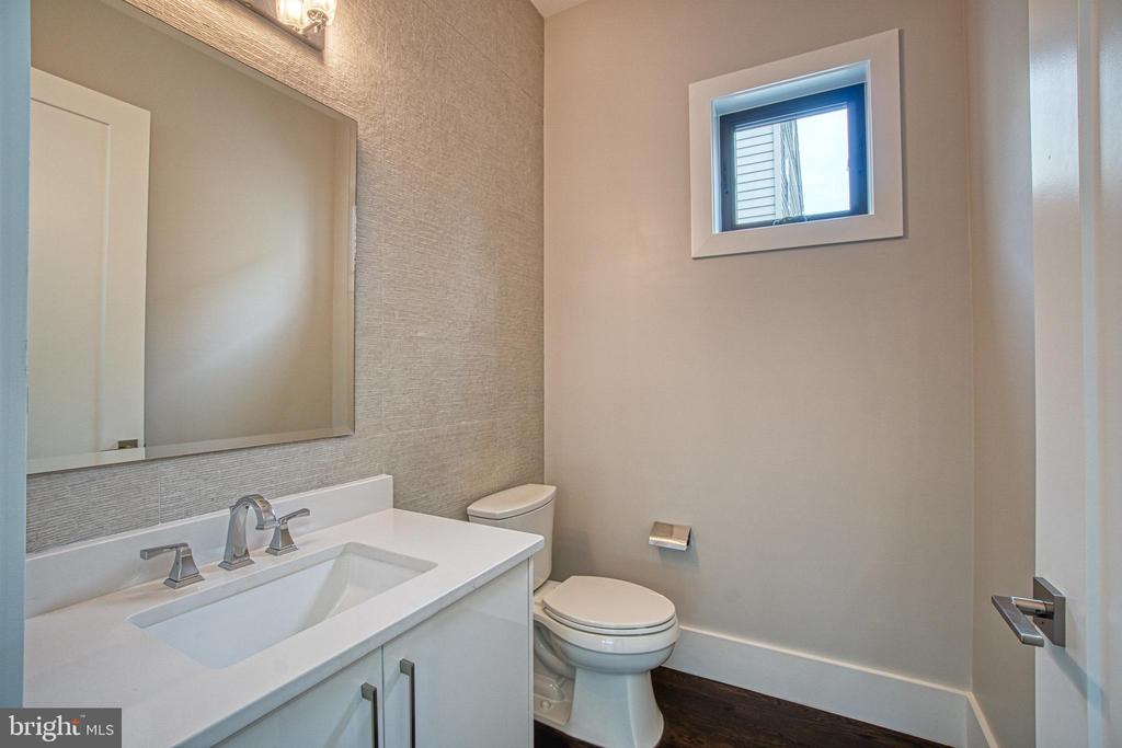 Main Level Powder Room - 1239 N TAYLOR ST, ARLINGTON