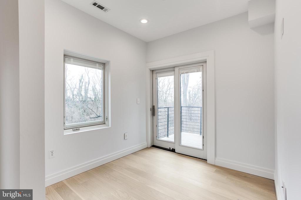 Master bedroom sitting area. - 2951 FORT BAKER DR SE, WASHINGTON
