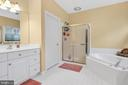 Jetted soaking tub and separate shower - 47285 OX BOW CIR, STERLING