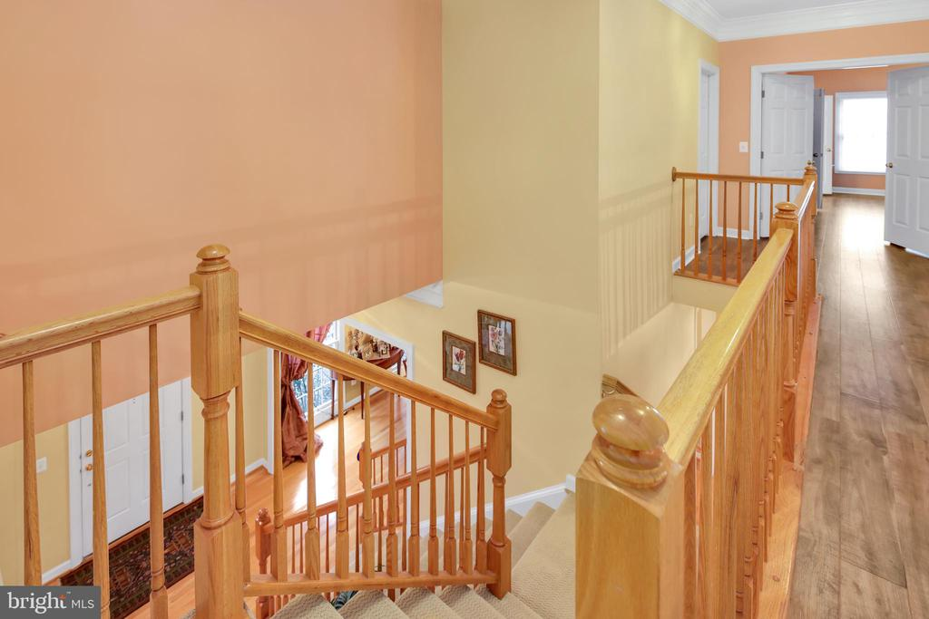 2 staircases leading to upper level - 47285 OX BOW CIR, STERLING