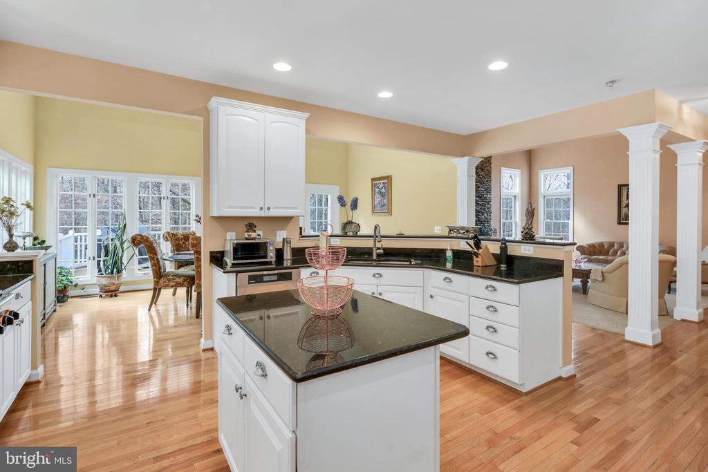 Wonderful, open floor plan - 47285 OX BOW CIR, STERLING