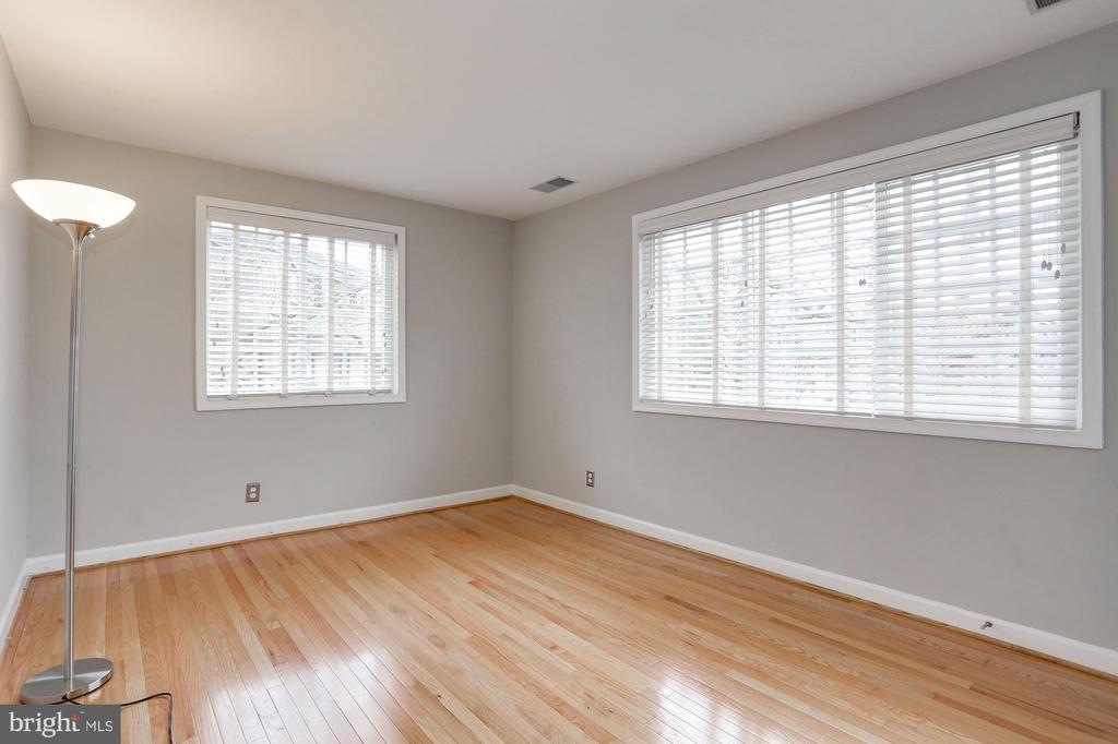 Comfy master bedroom, king size easily fits. - 1575 N VAN DORN ST, ALEXANDRIA