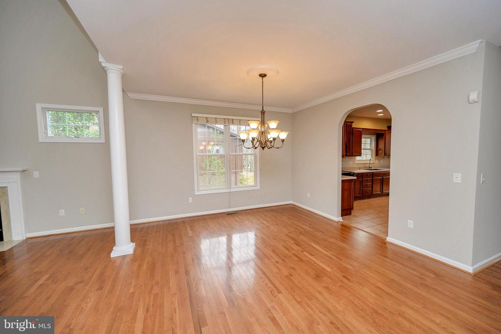 Dining room off of kitchen opens to living room - 1010 EASTOVER PKWY, LOCUST GROVE