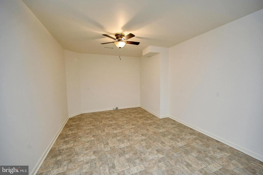 So easy to turn this area into 2nd kitchen! - 1010 EASTOVER PKWY, LOCUST GROVE