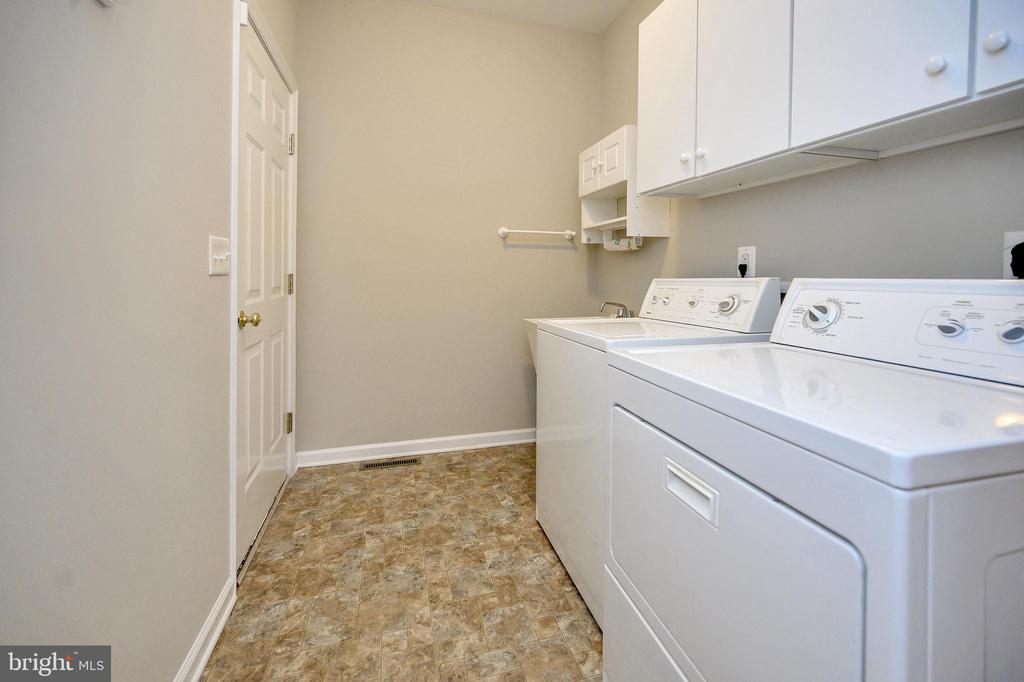 Main level laundry room - 1010 EASTOVER PKWY, LOCUST GROVE