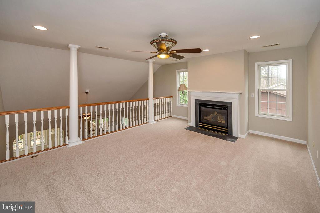 Upstairs loft/family room with 2nd gas fire place - 1010 EASTOVER PKWY, LOCUST GROVE