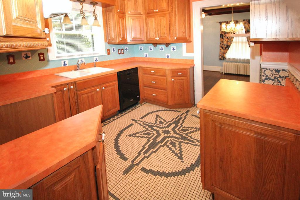beautiful kitchen w/original tile floor - 909 WEST KING, MARTINSBURG