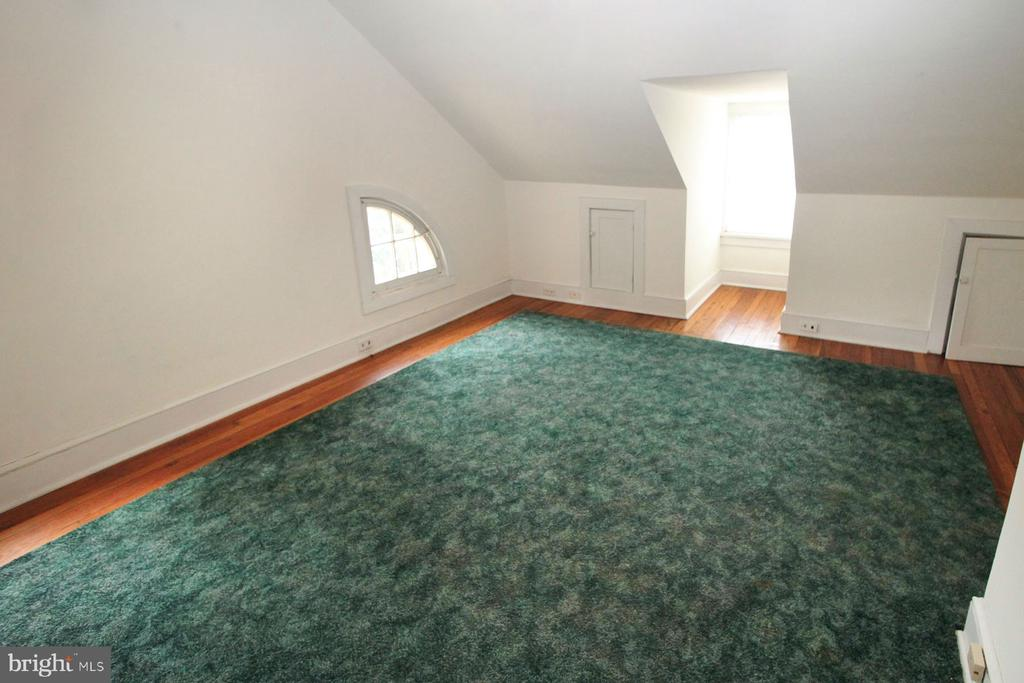 3rd floor bedroom #4 - 909 WEST KING, MARTINSBURG