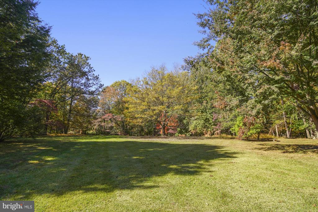 Front yard is expansive and gorgeous! - 13403 PULVER PL, GAITHERSBURG