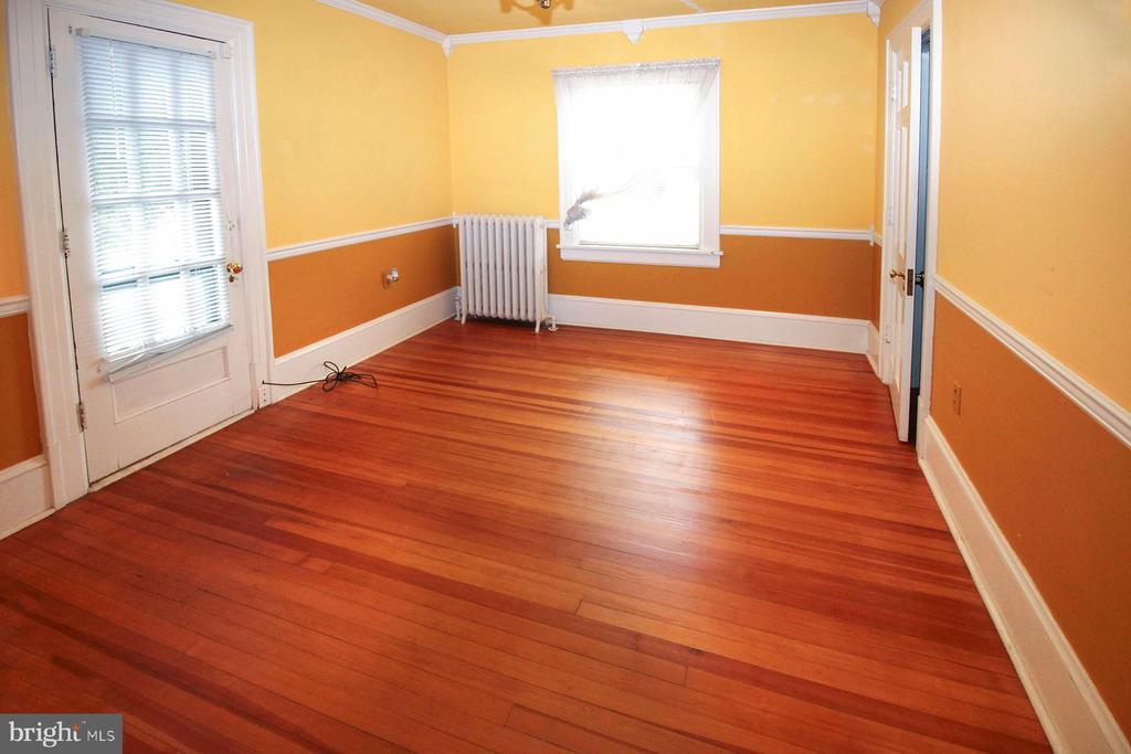 bedroom #2 on 2nd floor with hardwood floor - 909 WEST KING, MARTINSBURG