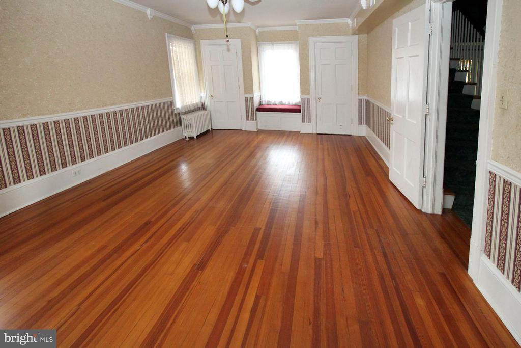 master bedroom on 2nd floor w/hardwood floor - 909 WEST KING, MARTINSBURG