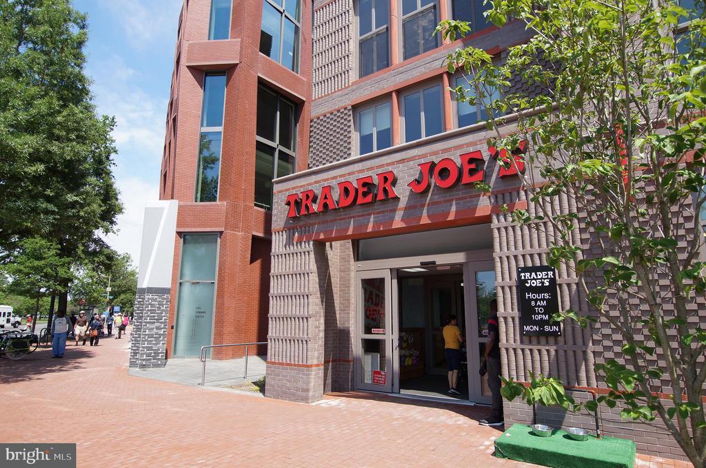 Food shopping? - 305 C ST NE #401, WASHINGTON