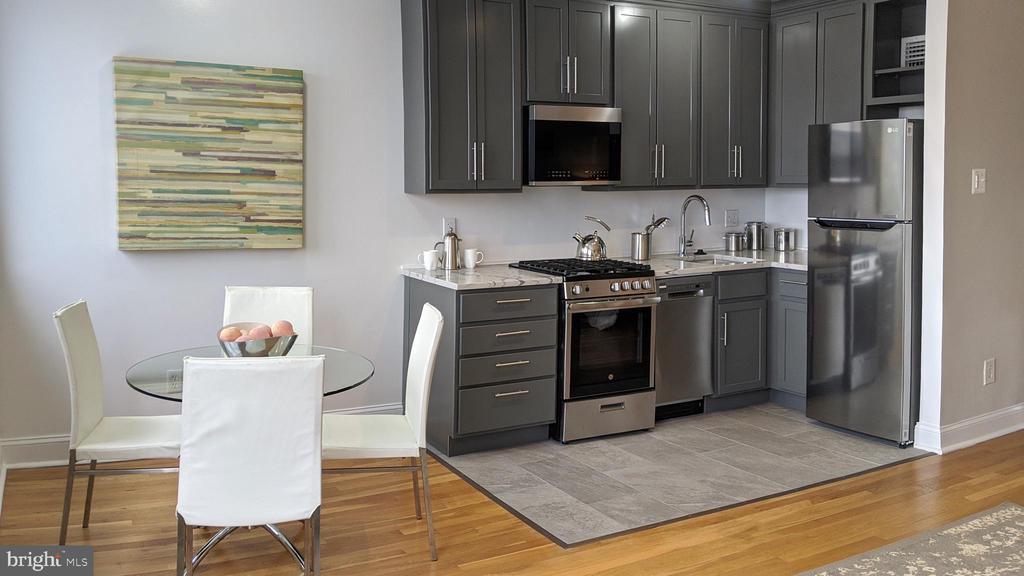 New stainless kitchen with GAS! - 305 C ST NE #401, WASHINGTON