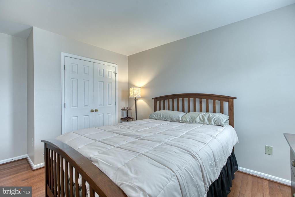 Bedroom #4, Hardwood floors & DBL reach-in close - 4 MARKHAM WAY, STAFFORD