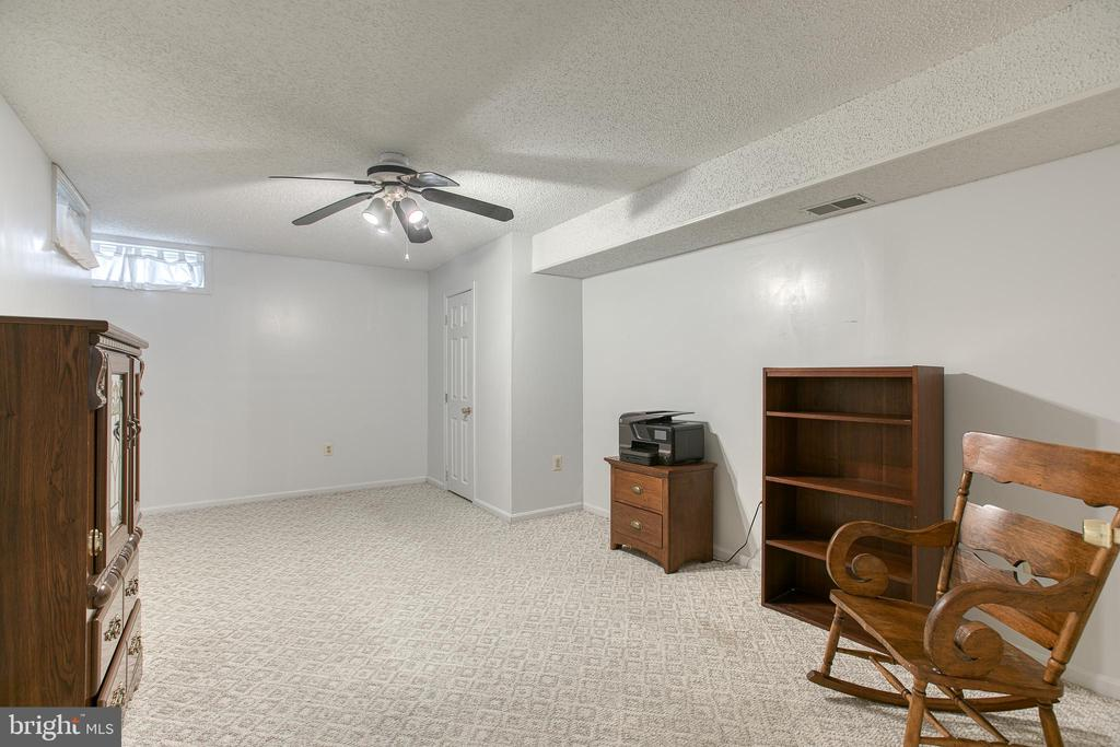 Bedroom #5 in basement - 4 MARKHAM WAY, STAFFORD