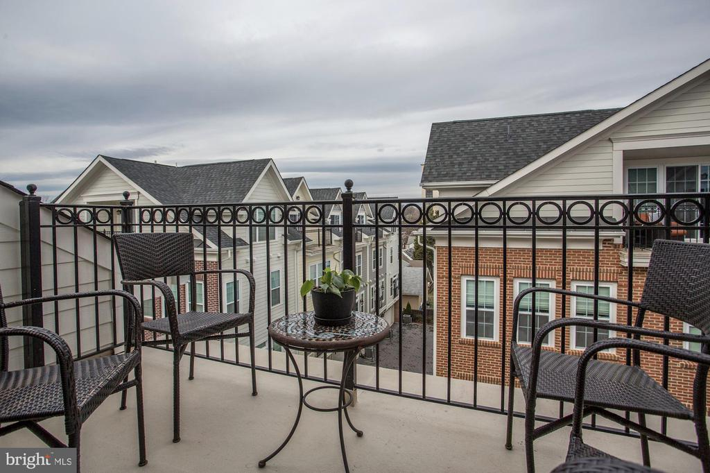 Open balcony with northern views - 4523 WILSON BLVD, ARLINGTON