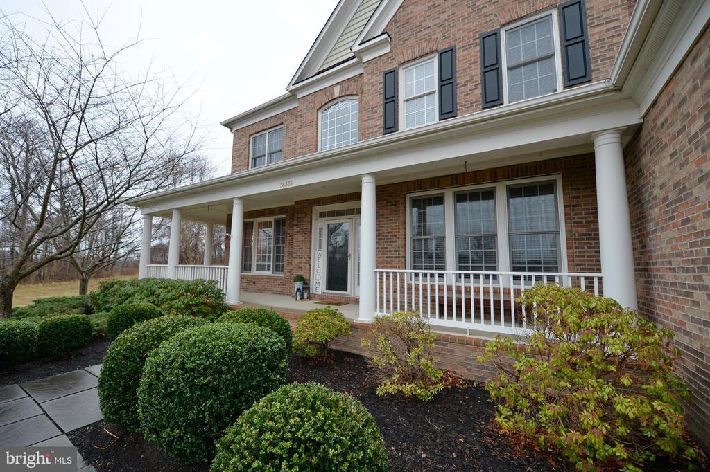 Front Porch View 2 - 36335 SILCOTT MEADOW PL, PURCELLVILLE