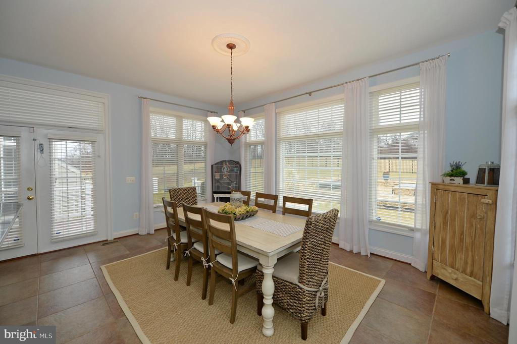Breakfast/Morning Room with French Doors to Deck - 36335 SILCOTT MEADOW PL, PURCELLVILLE