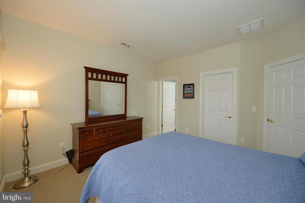 Fourth Bedroom View to Private Bathroom - 36335 SILCOTT MEADOW PL, PURCELLVILLE