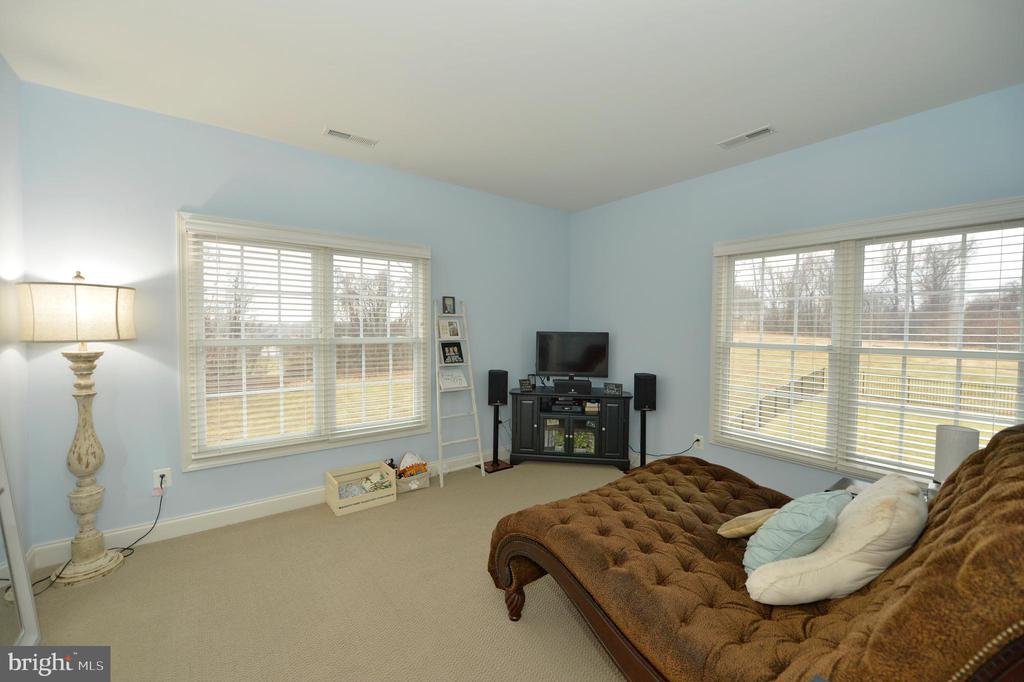 Master Bedroom separate Sitting Room - 36335 SILCOTT MEADOW PL, PURCELLVILLE