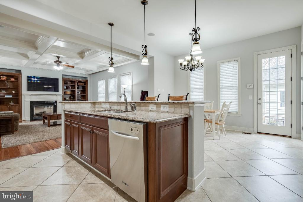 Gourmet Kitchen with Stainless Steel Appliances - 21883 KNOB HILL PL, ASHBURN
