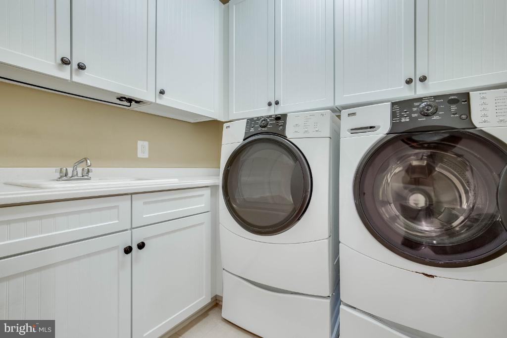 Bedroom Level Laundry Room - 21883 KNOB HILL PL, ASHBURN