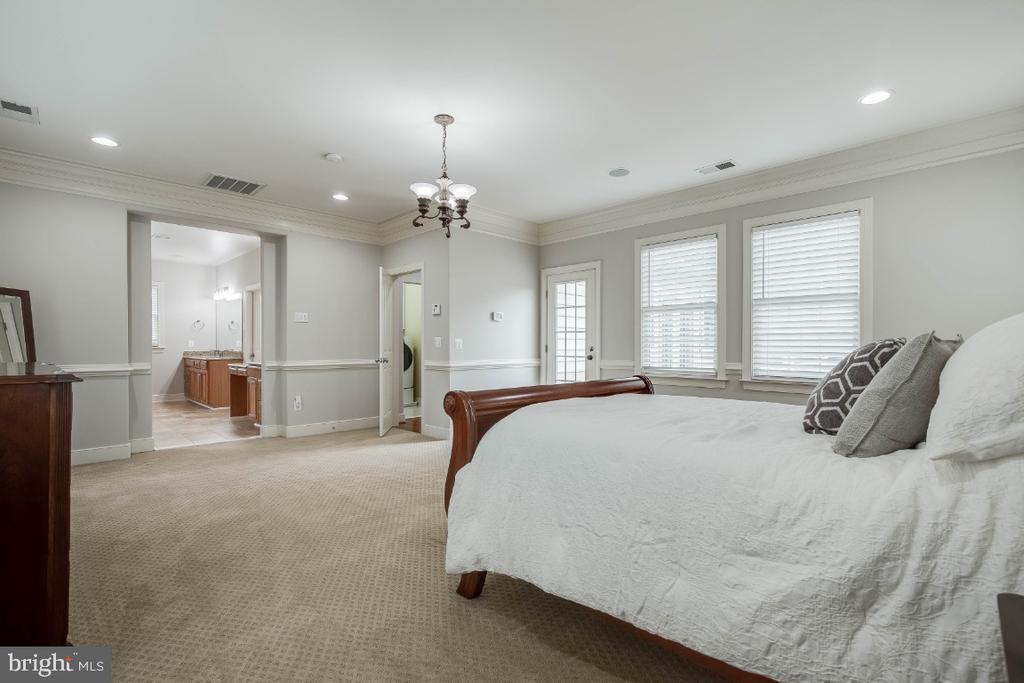 Spacious Master Bedroom - 21883 KNOB HILL PL, ASHBURN