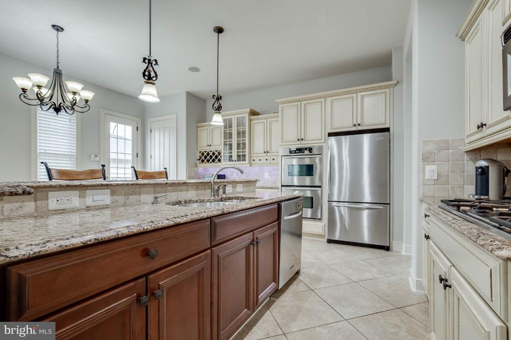 Gourmet Kitchen with Granite Counters - 21883 KNOB HILL PL, ASHBURN