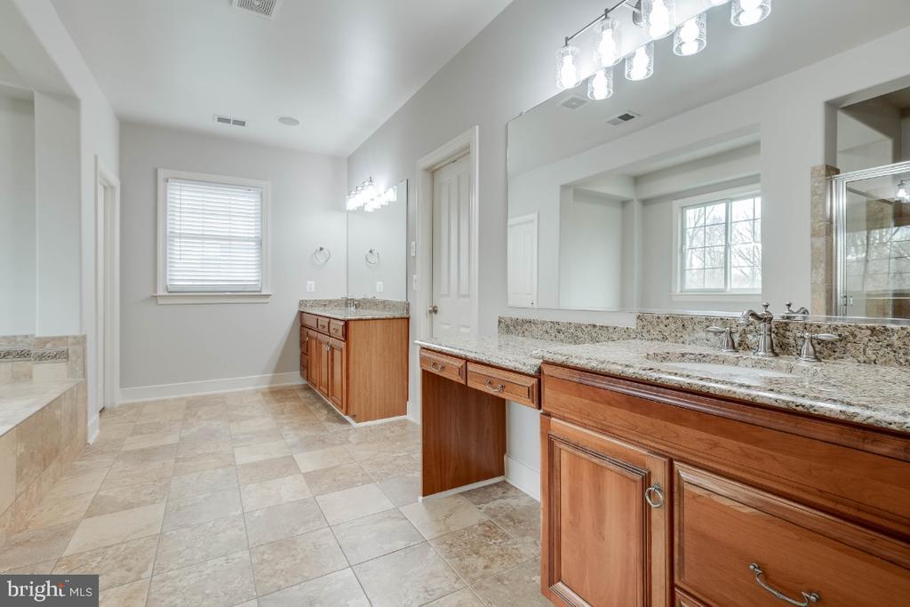 Luxury Master Bathroom with Dual Vanities - 21883 KNOB HILL PL, ASHBURN