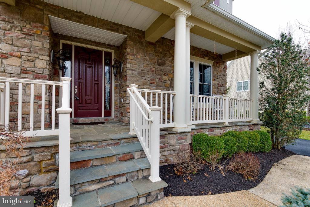 Relaxing Front Porch - 21883 KNOB HILL PL, ASHBURN