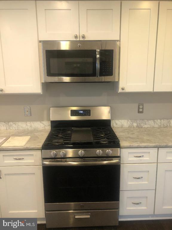 Kitchen Stove - 3002 FRANKLIN ST NE, WASHINGTON
