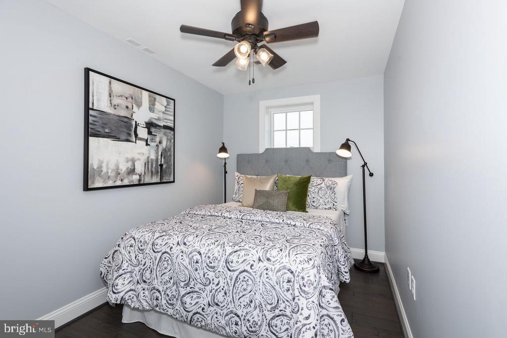 2nd Floor bedroom with huge closet - 165 B AND O AVE, FREDERICK