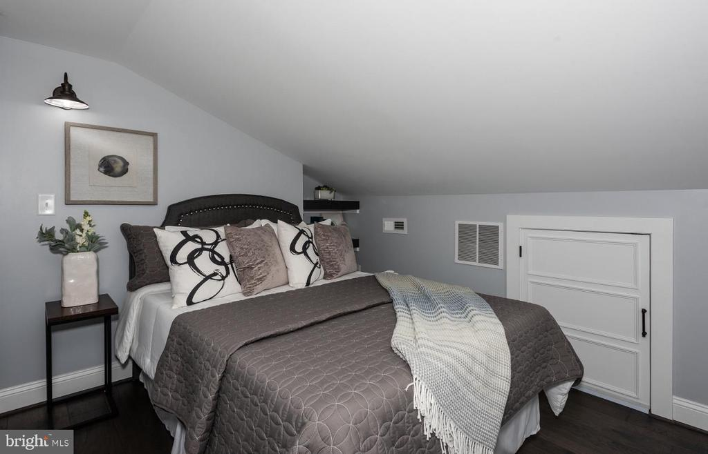 3rd Floor Master Suite - 165 B AND O AVE, FREDERICK